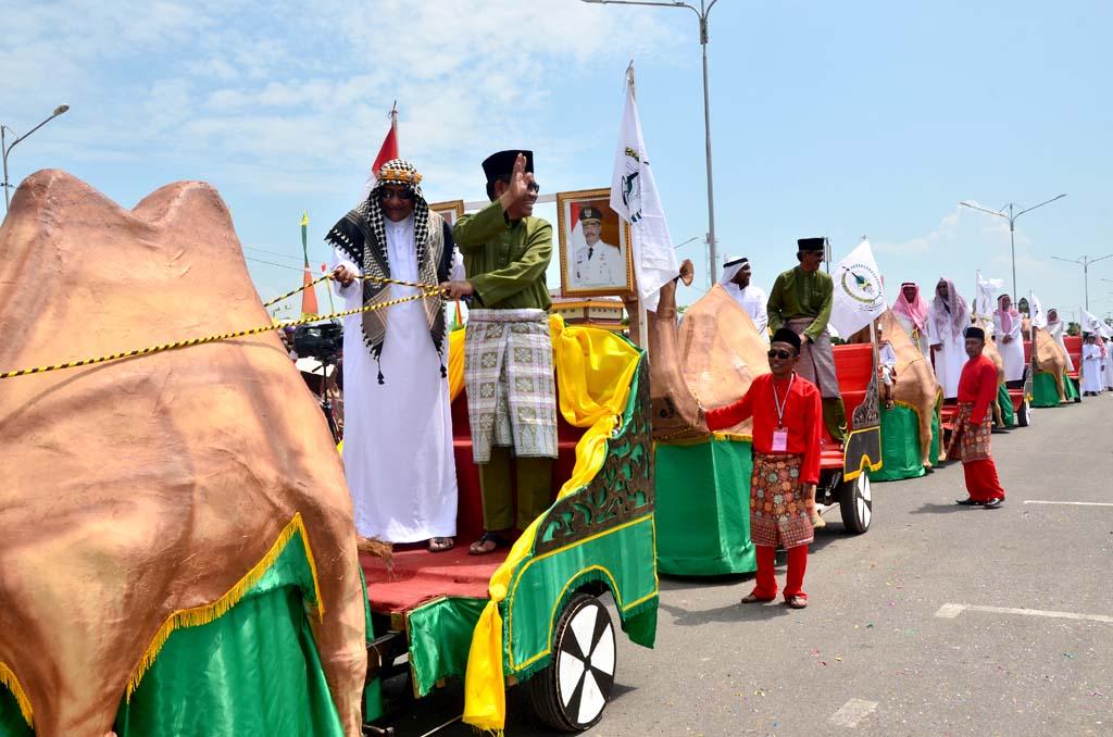 Peserta MTQ tingkat Provinsi Kepri mengikuti Pawai Ta'aruf di Sri Kemuning Costal Area